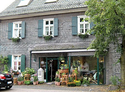 House with Flower Shop Frauke Esser