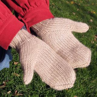 85b82180e5d39e Dziś opiszę trzeci sposób wyrabiania kciuka w rękawiczkach tzw. łapkach.  Podpatrzyłam go we wzorze rękawiczek z sówkami. Jednak angielskiego nie  znam na ...