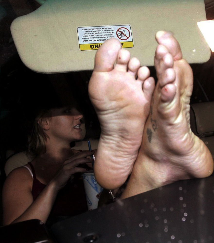 Pretty feet and toes 1