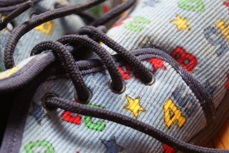 1a7607e723 Benti cipők 500 Ft/db. Gyerek téli bakancs 2000Ft