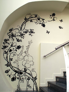idea creativa para decorar la pared con enredadera organica