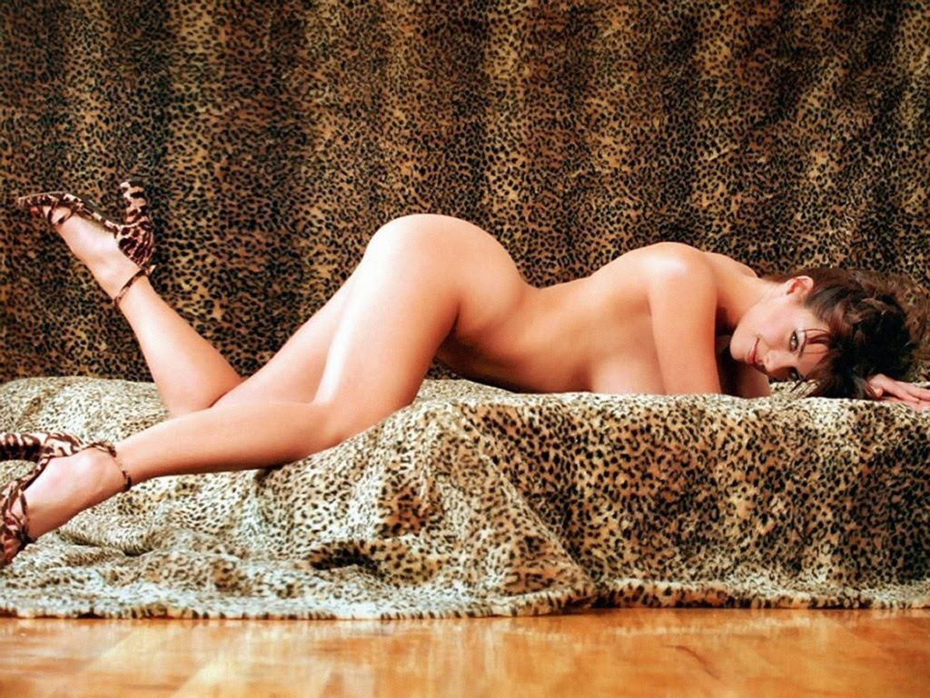 Shae Marks Nude | New Girl Wallpaper