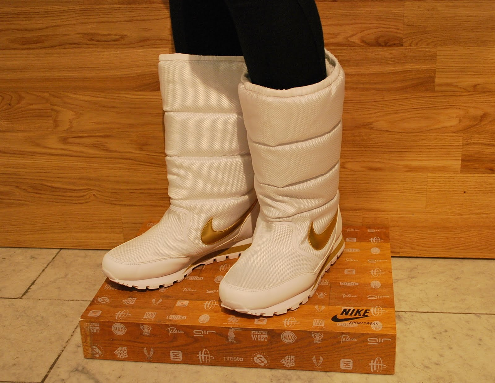 Six Feet Down: Womens Nike winterboots!!