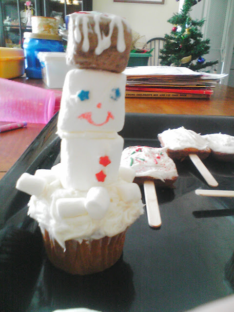 Marshmallow Cupcake Snowman Activity for kids preschool