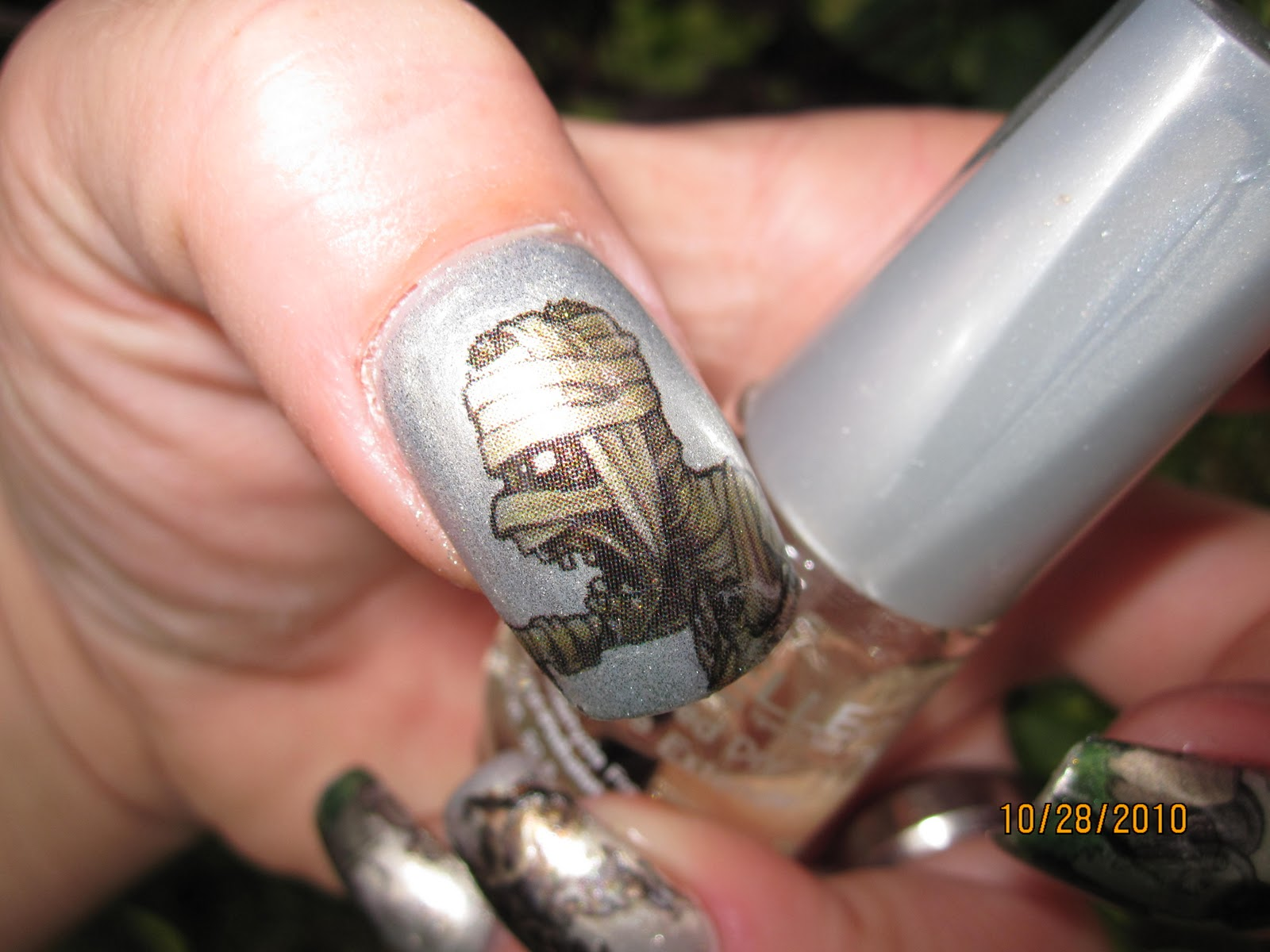 Glammed-up: FCC 34 EDIT! spooky tattoos as nail art!