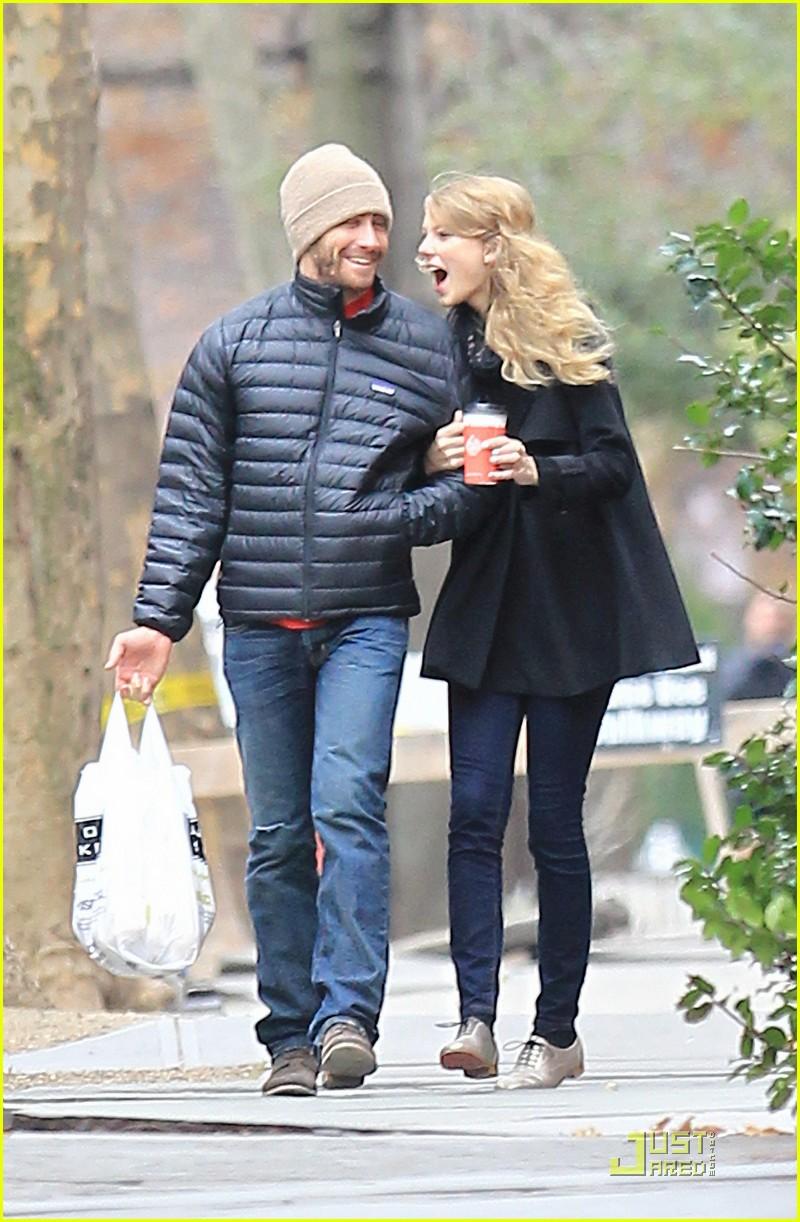 jake gyllenhaal and taylor swift kissing - photo #9