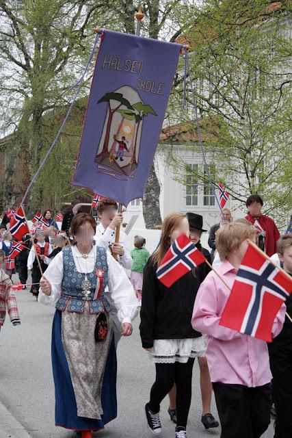 blått og kvitt kryss flagg