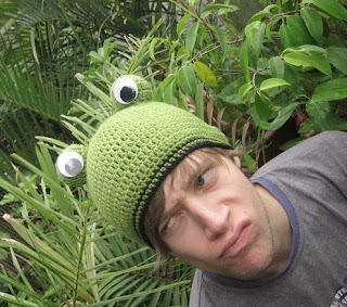 061e313368a crochetroo  Frog Beanie for a dorky kid (free crochet pattern)