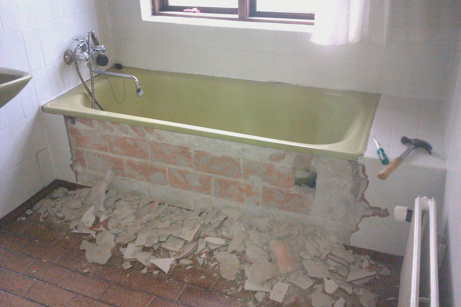 fliser badeværelse gulv hallie handywoman: Badeværelsesgulv brækkes op fliser badeværelse gulv