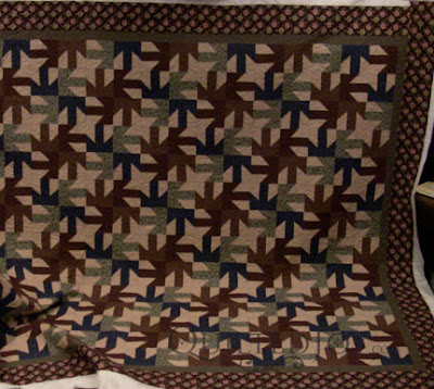 Great look for a masculine quilt! Edge to edge quilting by Angela Huffman - QuiltedJoy.com