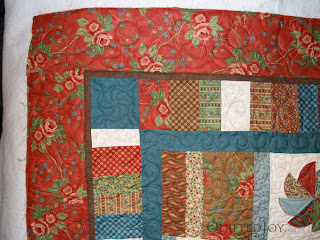Spider Flower design in the outer border - QuiltedJoy.com