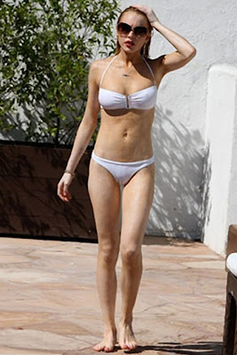 Lindsay Lohan Suns in her White Bikini Pictures
