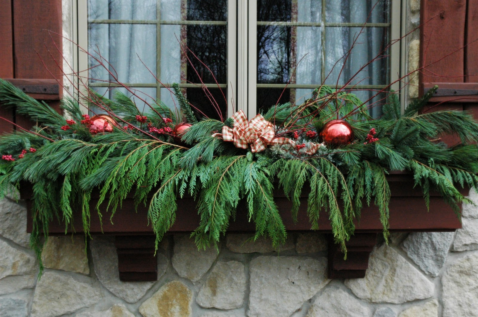 How to Decorate Outdoor Window Boxes for Christmas ...