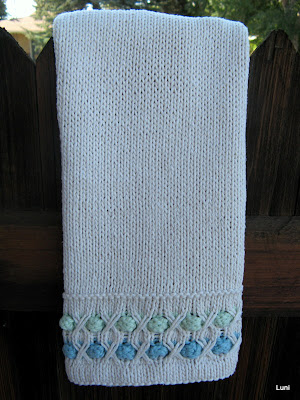 3 Sleeves To The Wind Knitted Guest Hand Towel Pattern