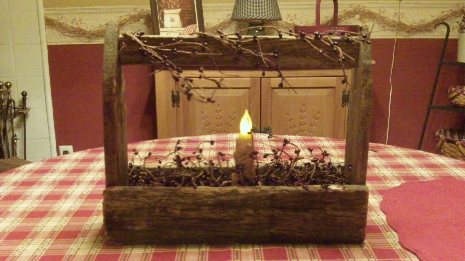 Country home decorating ideas primitive toolbox - Country home interior design ideas ...