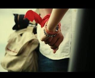 Nắm tay yêu thương