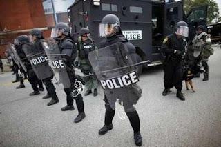 http://3.bp.blogspot.com/_H44IkuSV9qQ/SrxeuPyI7II/AAAAAAAAL34/m8qfFMxSVTw/s320/g20_police_state1.jpg