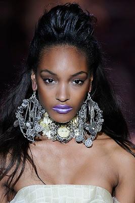 http://3.bp.blogspot.com/_H6XZqK_x1k8/SXxvcA1gmGI/AAAAAAAAAT0/tOs3Msz2ZK0/s400/big+earring+zac+posen.jpg