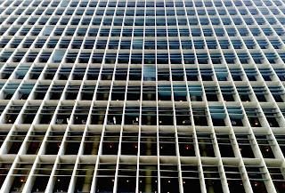 Ministerio de Educación y Sanidad Niemeyer Plaza exterior