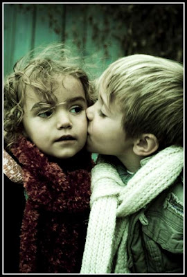 Cute Girl Background Wallpaper Kids Kissing Pictures