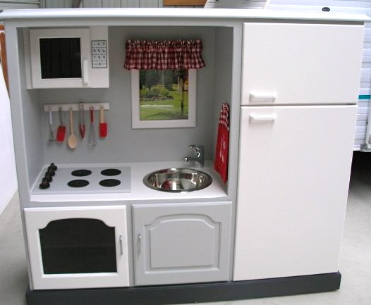 Crispy Mom: Make A Play Kitchen Out Of Your Old
