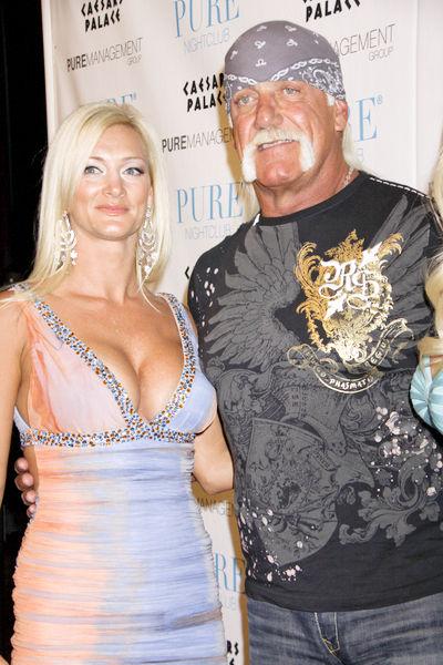 hulk hogans wife dating 19 year old