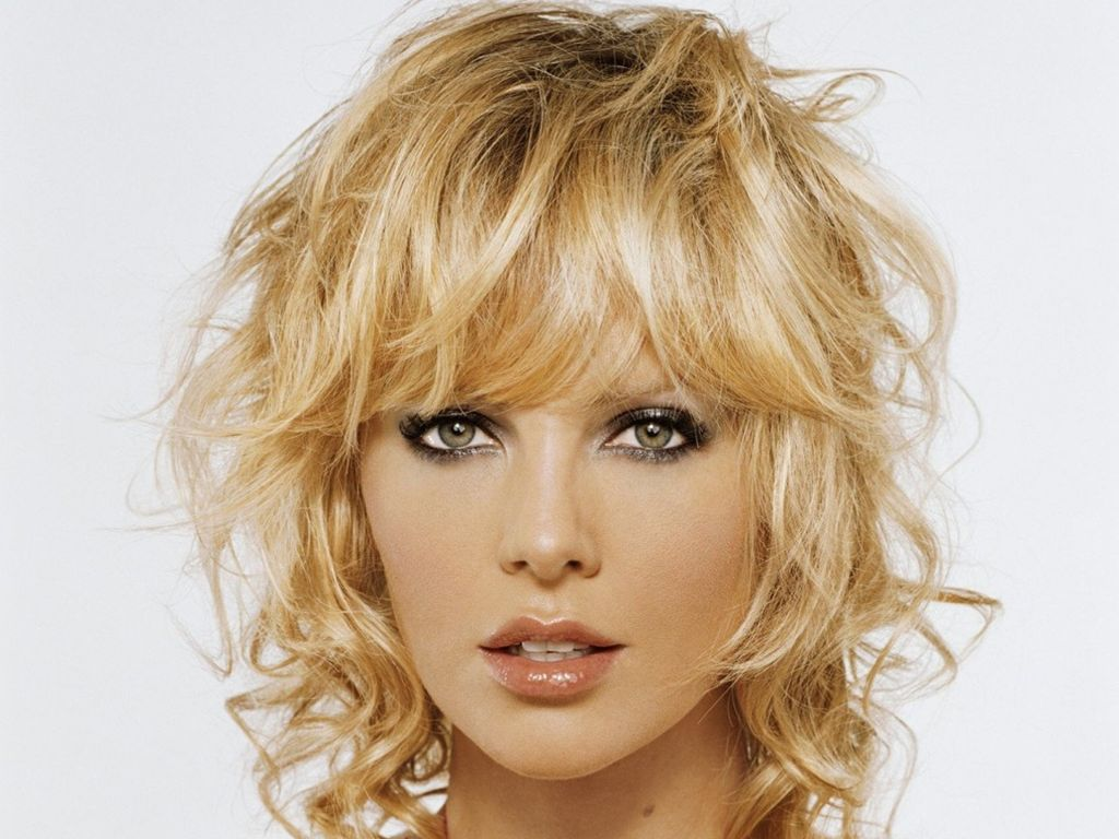 Coiffure Cheveux Mi Long Ondulé Charlize Theron Latest Wallpapers