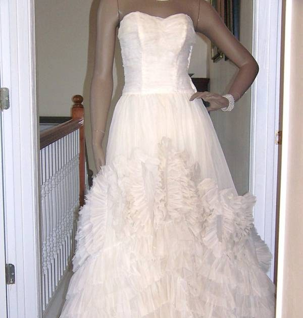 2000 Dollar Budget Wedding: Vintage Wedding Dresses