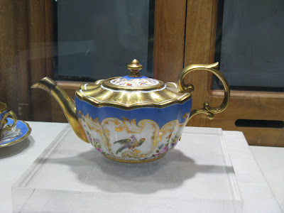 Russian teapot in La Vieille Russe's window on 5th Avenue window