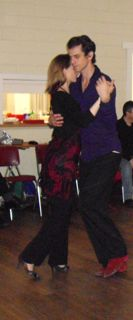 Jennifer Wood & Chris Condron enjoy the milonga in Hobart