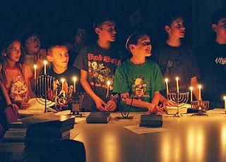 God Loves Kids: The Story of Hanukkah