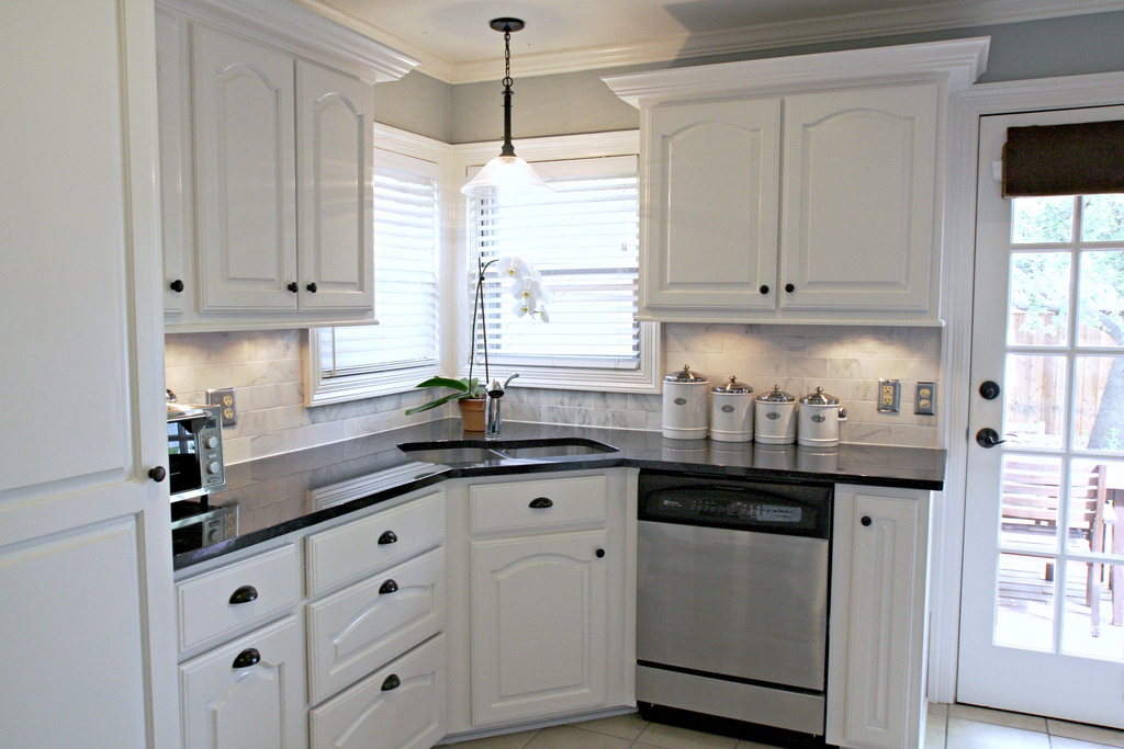 Knight Moves: Backsplashes that I Knew and Loved on Kitchen Backsplash With Black Countertop  id=57787