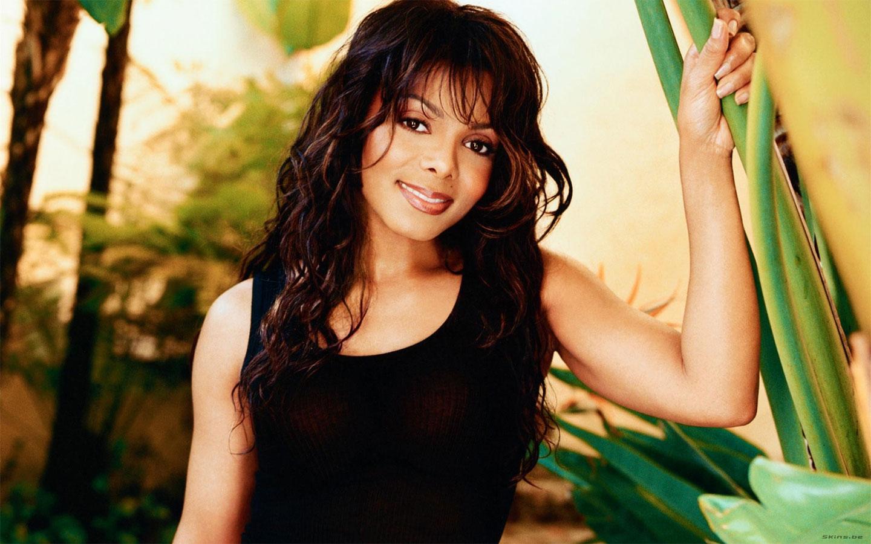 8586929f400e9 Glamour Fashion  Janet Jackson Pictures