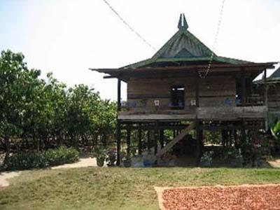 http://3.bp.blogspot.com/_IVj_28OJsOU/S7bhLFBOnMI/AAAAAAAAAGc/r7MlS87tSyg/s1600/rumah-adat-sulawesi-utara.jpg