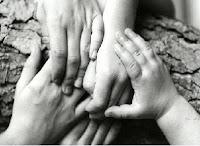 Mãos que tecem e Ajudam….
