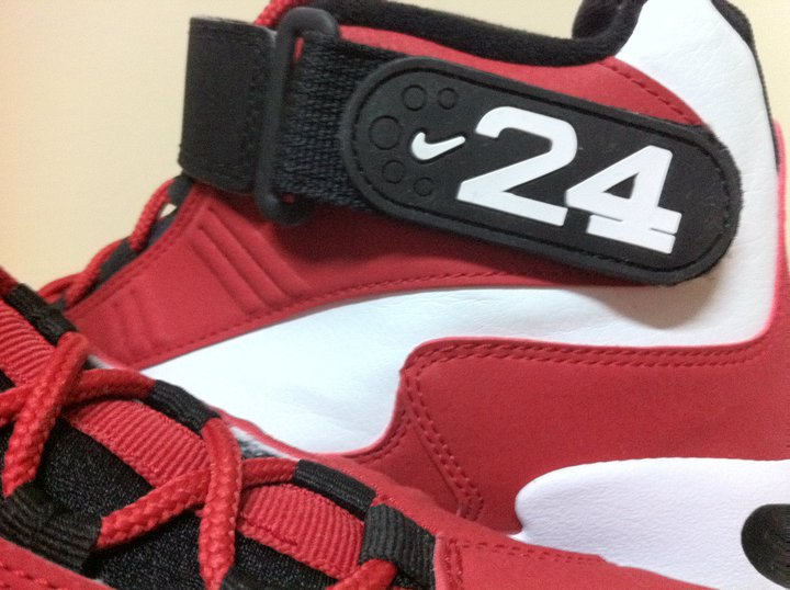 02bd607b5e5b77 THE SNEAKER ADDICT  Nike Air Max Griffey 1  Cincinnati Reds  – New ...