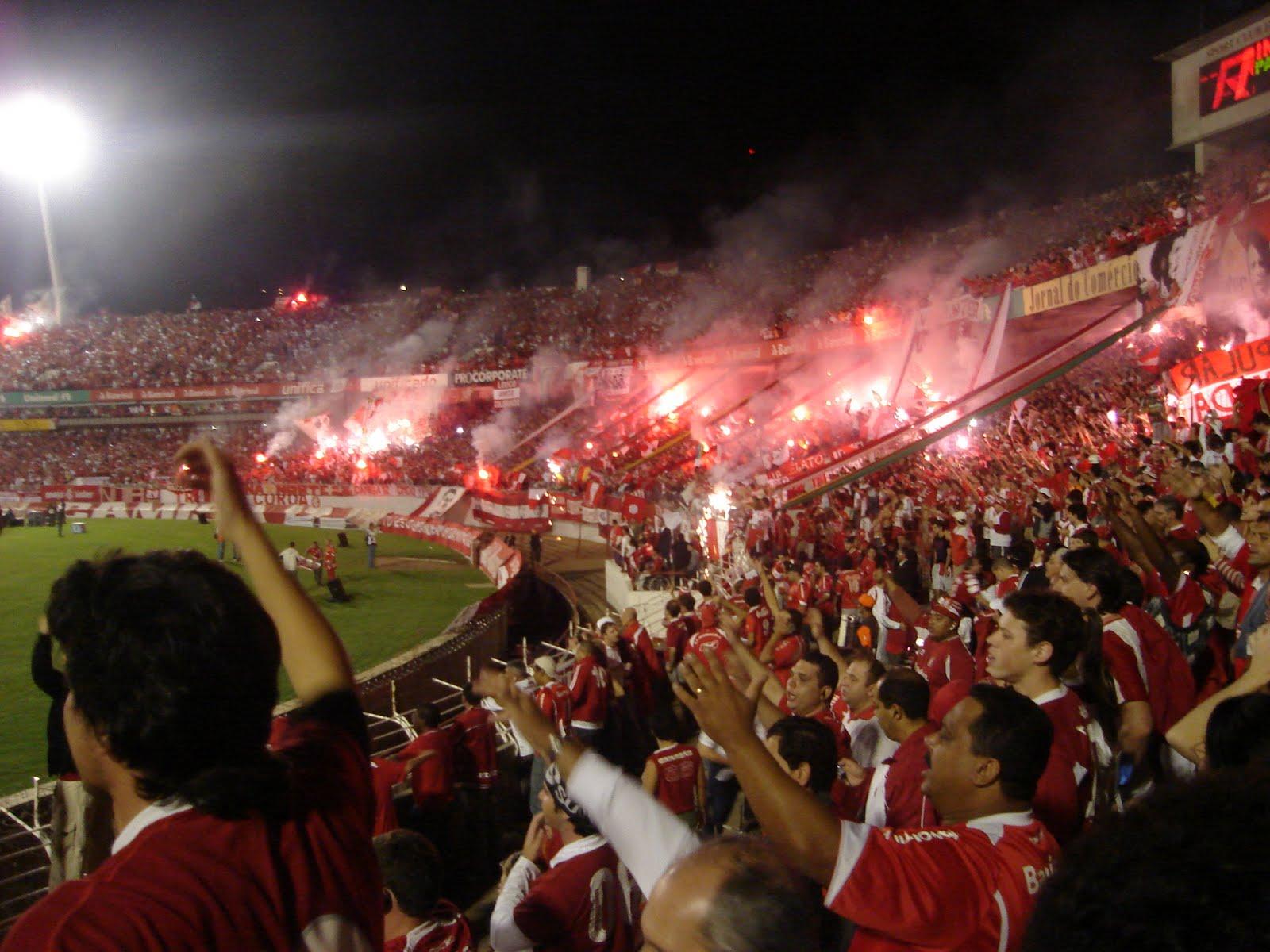 O estádio do Internacional. O Beira Rio possui capacidade para 56.000  torcedores. Atualmente está em obras para atender as exigências da FIFA  para a Copa 98721199112fd