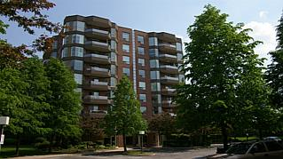 [Oakville+Real+Estate+-+Oakville+Condos+-+Pilgrims+Way,+Glen+Abbey.jpg]