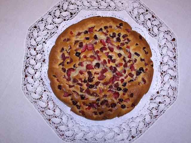 Bizcocho con almendra y frutos rojos