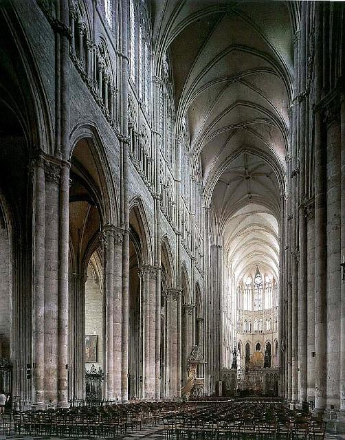 Nave principal da catedral de Amiens