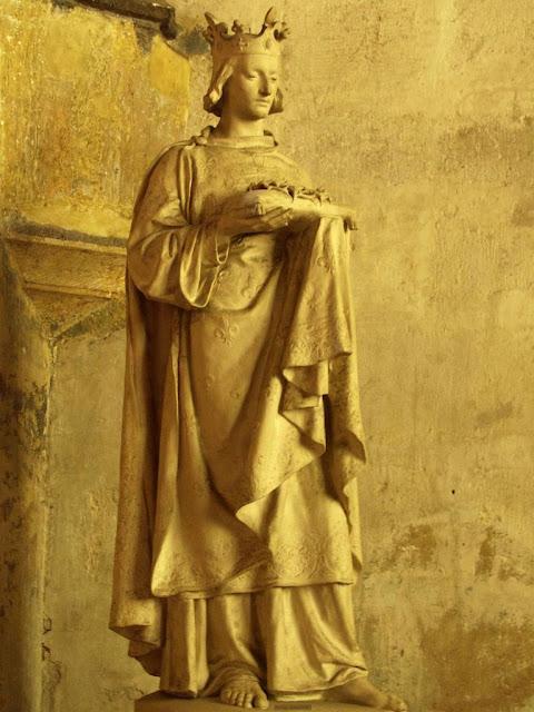 Estátua de São Luis em Beaune