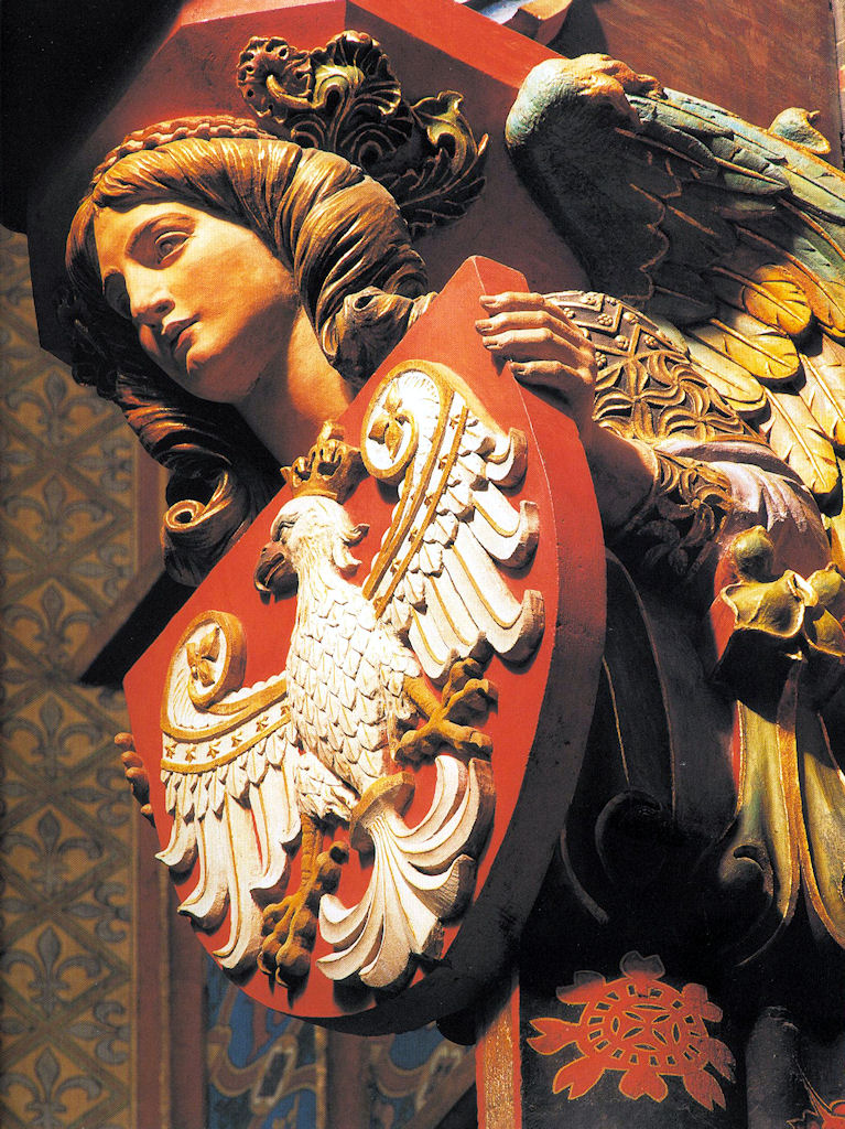 Anjo com o escudo da Polônia. Basílica de Nossa Senhora, na Praça do Mercado, Cracóvia.