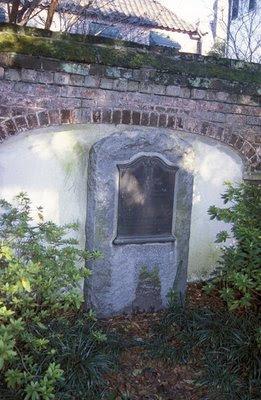 Su tumba
