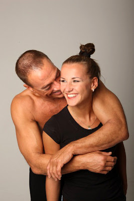 Mi esposa montando a su macho y yo besandole sus pies - 5 1