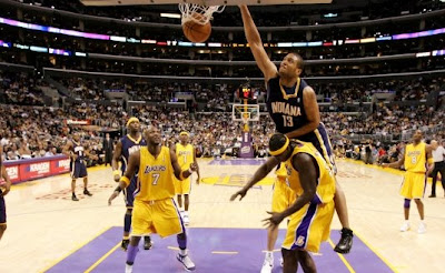 Kwame Brown getting dunked on