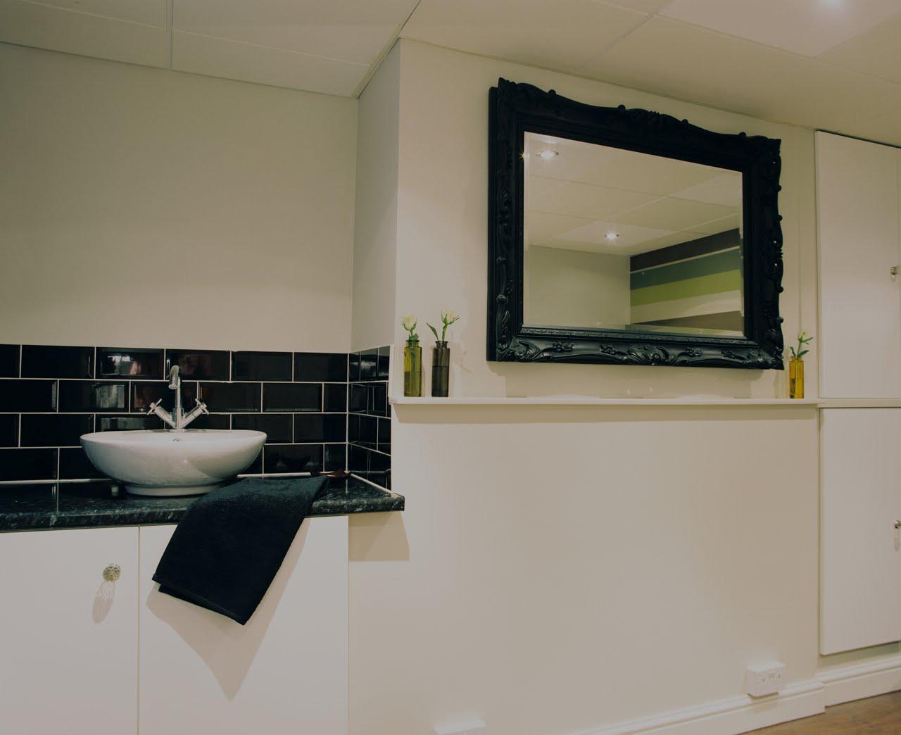 Over & Above Interior Design: Beautiful Beauty Salon - Contemporary Beauty Salon