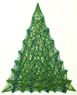 árbol de navidad hecho con estambres