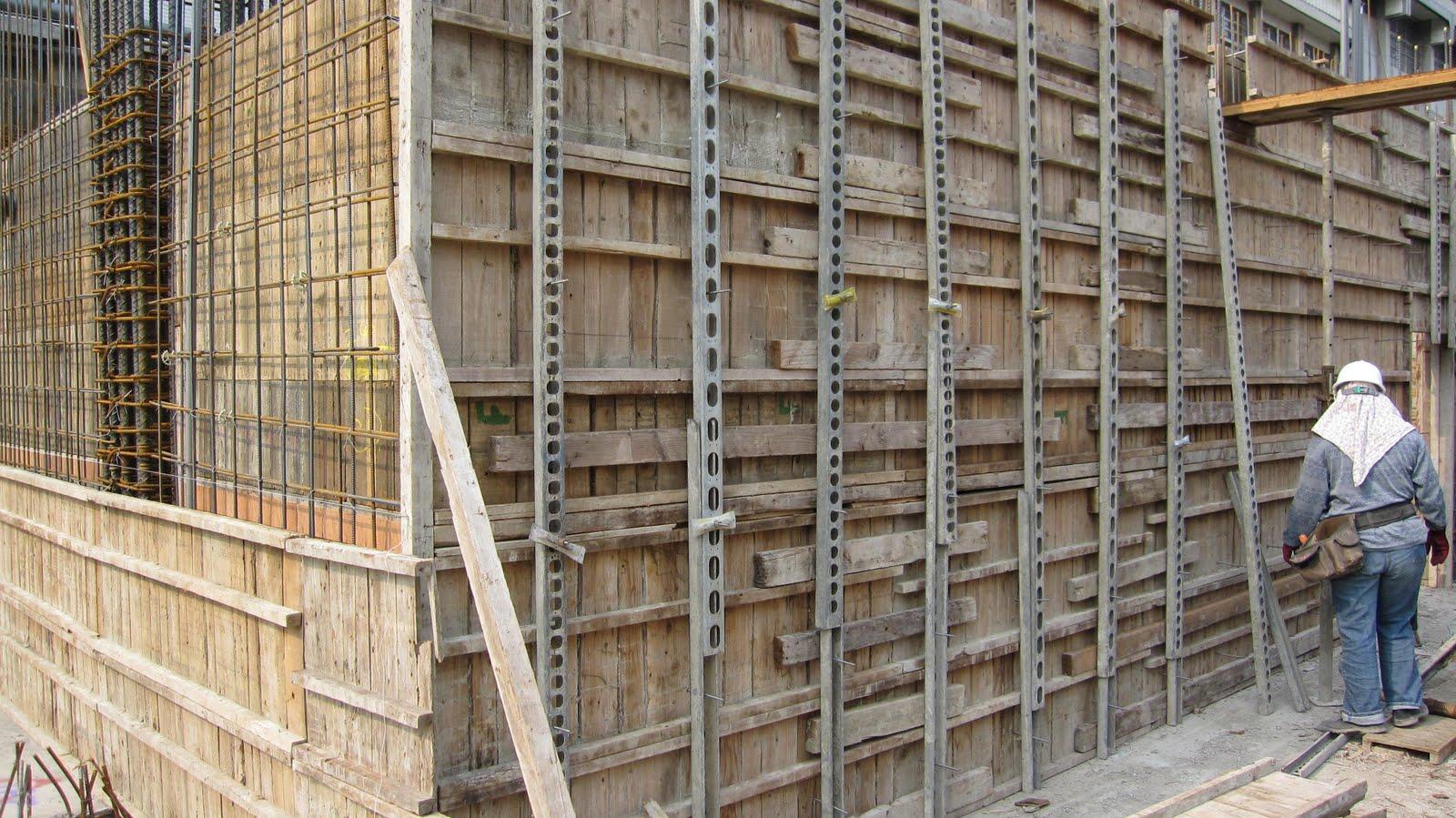 臺中市北區省三國小「第二期工程」Blog: 99.04.11 地下室外牆封模
