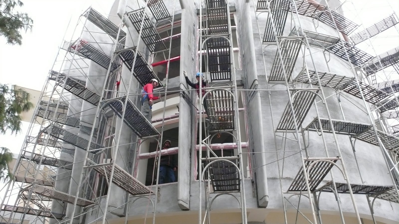 臺中市北區省三國小「第二期工程」Blog: 100.01.08 圖書館翼牆安裝