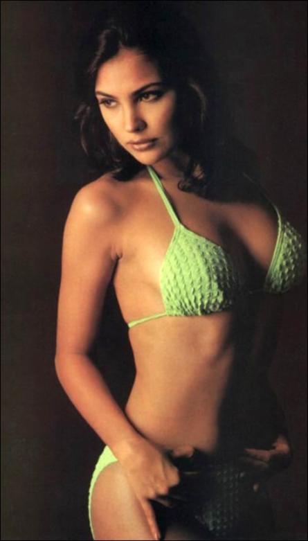 Sexy Scenes Of Lara Dutta 52